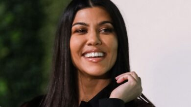 Photo of Kourtney Kardashian sin el sostén del bikini y de espaldas, desde abajo, presumió su hilito dental blanco