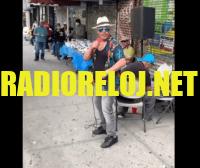 Photo of Video   Merenguero Aramis Camilo cantando en una esquina