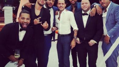 Photo of Romeo Santos con su gente VIP celebrando su 'japi verde'